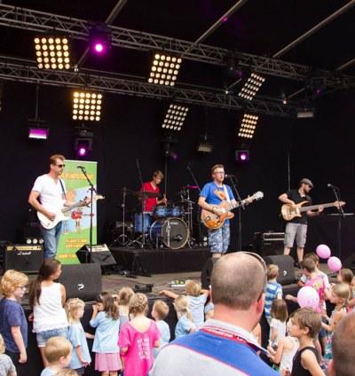Optreden van de Kinderband, de leukste band voor kinderen!